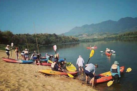 Fullday kayak alla grotta di Pak Ou