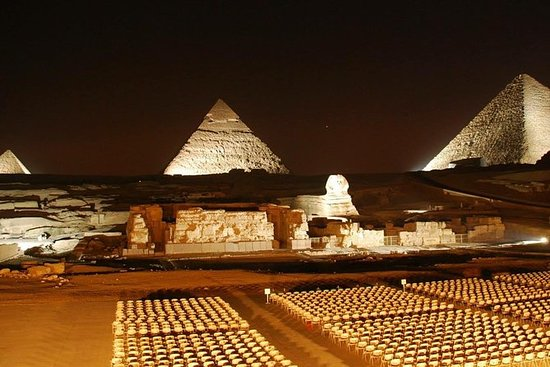 Pirâmides de Giza som e luz mostram à...