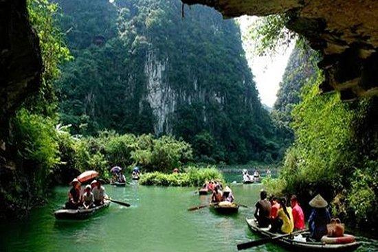 Group Tour : Hoa Lu Ancient To Tam...