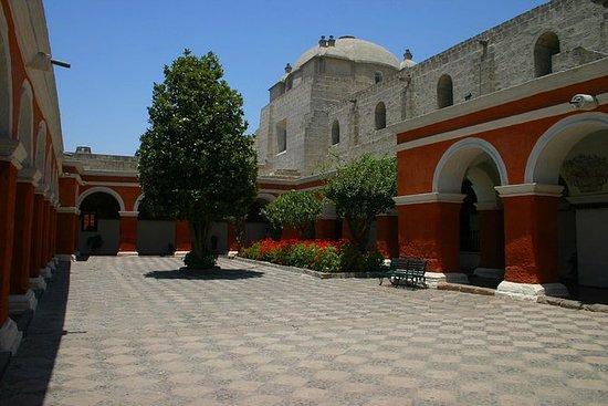 Entrada al Monasterio de Santa...