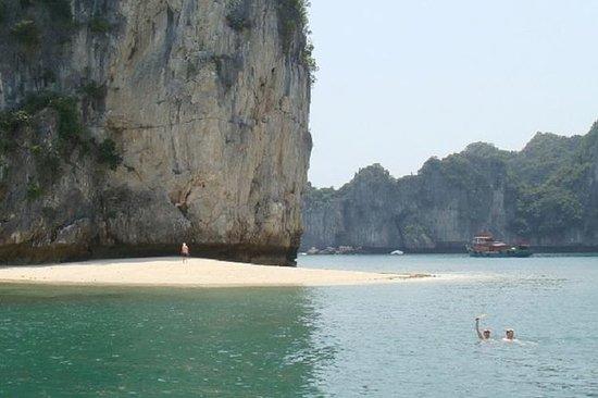 Full Day Kayaking Lan Ha Bay avgår fra...