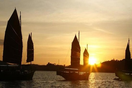 Sunset Dinner Cruise par June Bahtra...
