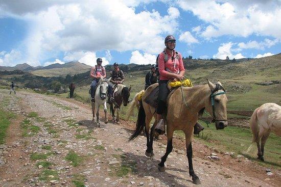 Cabalgatas cerca de Cusco