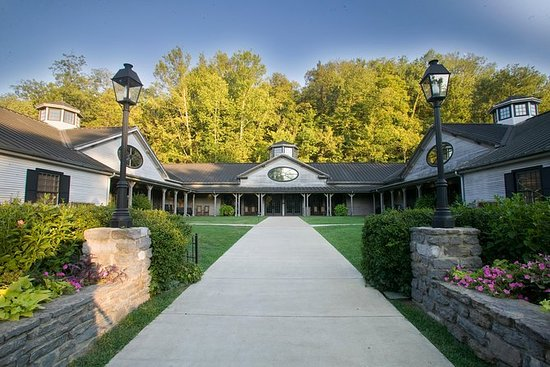 Day Trip to Jack Daniels Distillery and Lynchburg with Lunch