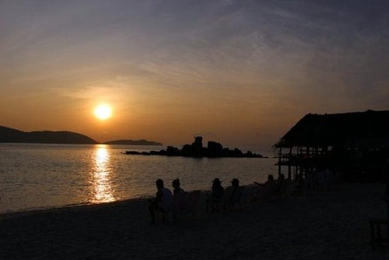 Small-Group Sunrise Tour to Phi Phi Island from Phuket