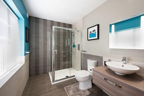 Yealand Conyers, UK: Garden Room Bathroom