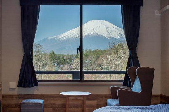 Wan's Resort Yamanakako: 【お部屋からの眺望】        『富士山ビュールーム』『富士山ビュートリプルルーム』『富士山ビュー特別室』の3タイプのお部屋からは、晴天時、富士山の眺望がお楽しみ頂けます。