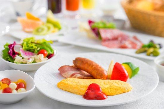 Wan's Resort Yamanakako: 【朝食】 シェフ特製のふわとろオムレツが自慢の1品でございます。