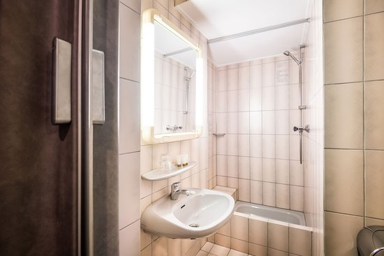 Esch-sur-Sure, Luxembourg: Bathroom with shower