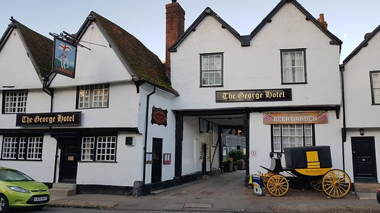 George Hotel Dorchester-on-Thames: The entrance of the hotel