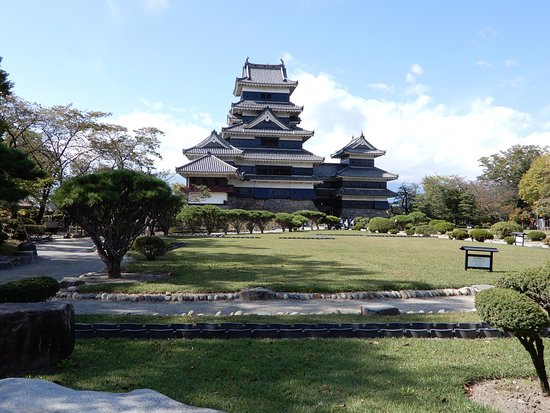 Matsumoto Castle: Stunning castle and grounds