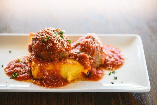 Mansfield, CT: Meatballs and Polenta