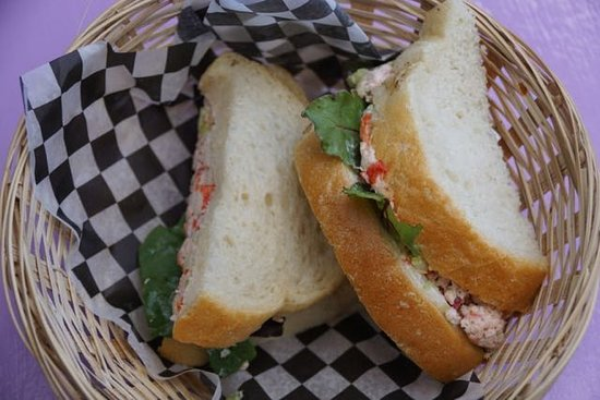Jo-Ann's Deli Market & Bake Shop: Shame the lobster rolls didn't match