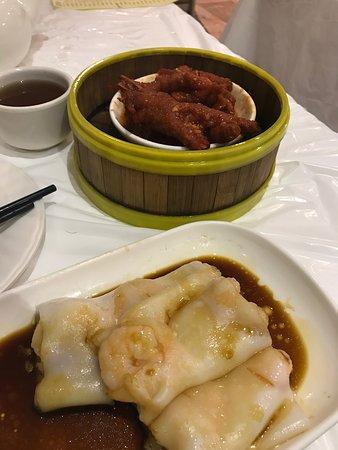 Chicken feet and shrimp rice rolls