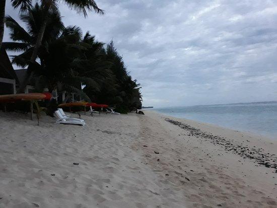 Cooks Bay Villas: nice sand beach