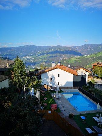 Tiso, Italy: Piscina e panorama Val Isarco
