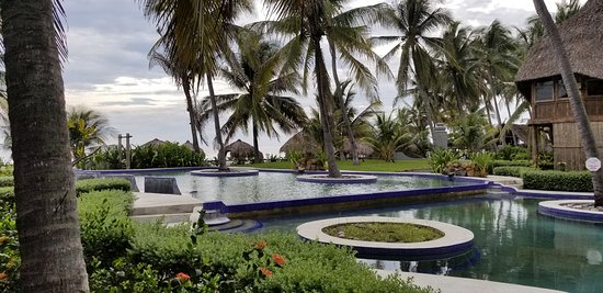 View of the pool and facing the ocean