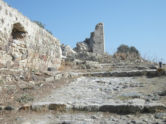 Antimachia, Greece: Ruined battlements