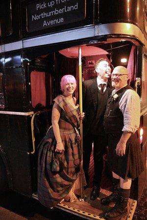 The Ghost Bus Tour (recorrido en autobús fantasma) Edimburgo: On our Wedding Day!