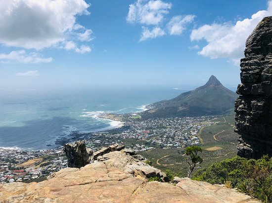Alocal: Kasteelpoort showing of it's amazing views. Lion's head in the distance to the right and Camps Bay down below.
