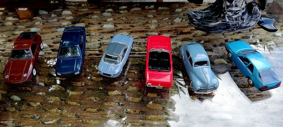 Colección de coches de juguete.