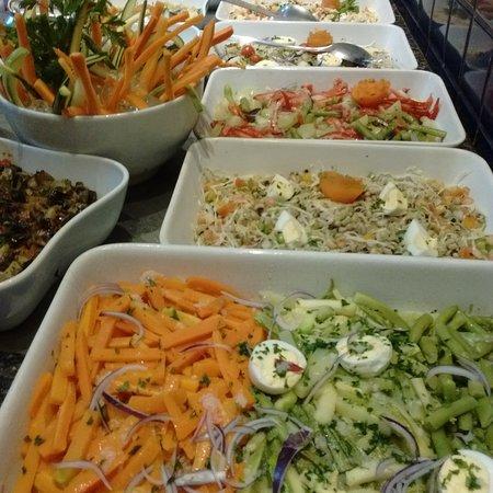 Balcão de Saladas com 16 variedades