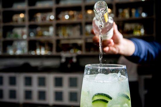 Mesonería Gourmet: Ven a disfrutar de unas deliciosas y refrescantes bebidas. Porque siempre es una buena ocasión para relajarte y pasarlo bien.