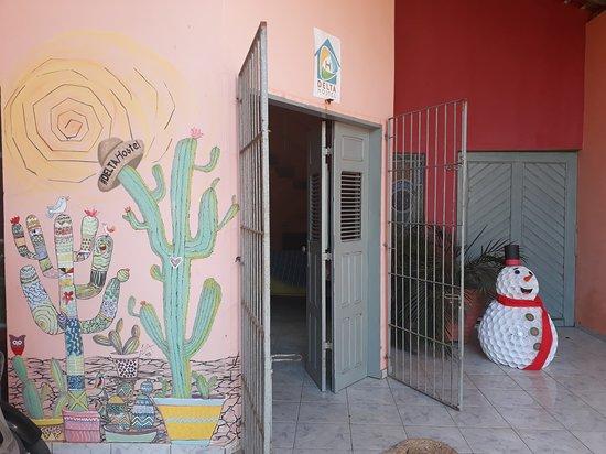 Entrada do hostel.
