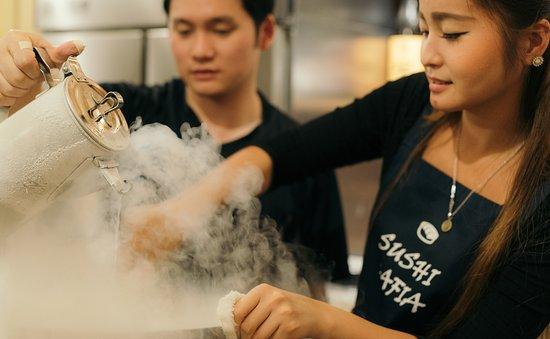 Liquid Nitrogen for Molecular Sushi Gastronomy