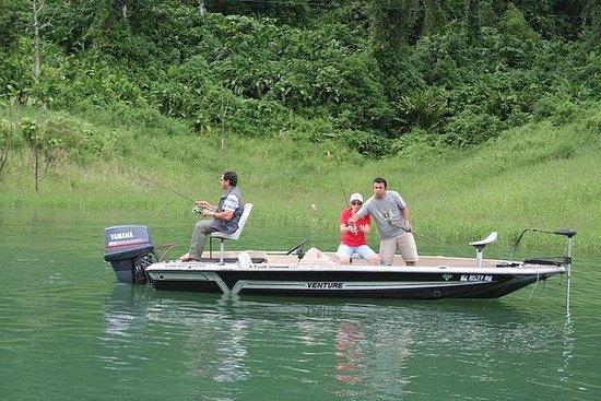 アレナル湖のスポーツフィッシング
