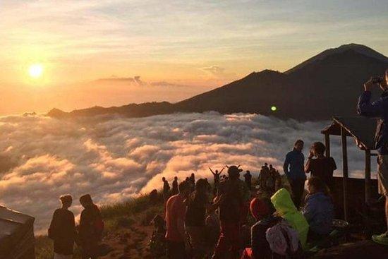Trekking do nascer do sol do vulcão...
