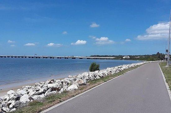 Passeio de bicicleta pela Baía de...