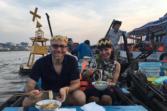 素晴らしいメコン旅行(村での浮遊市場とサイクリングを探索する)
