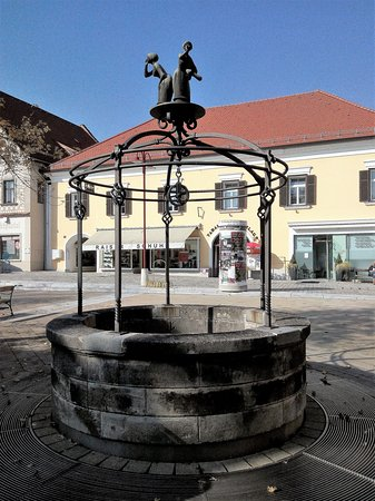 Tratschweiberbrunnen