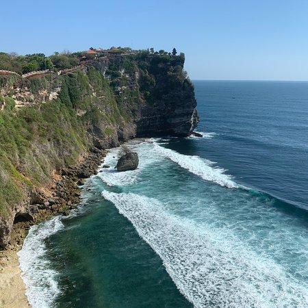 Jolie promenade, jolie vue, temple non visitable comme d'habitude à Bali