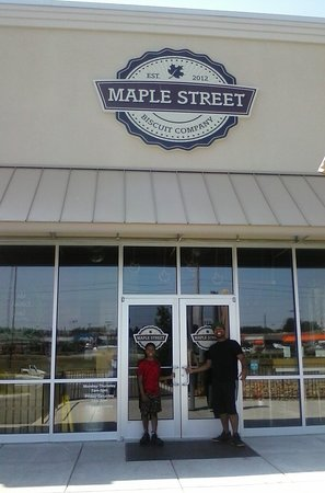 Diamond and Rain at Maple Street Biscuit company
