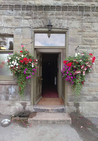 Lydbrook, UK: The way into the Pub.