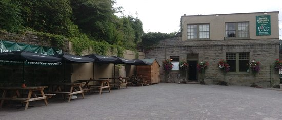 Lydbrook, UK: Car Park and Outside Seating