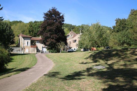 Laives, Ranska: MONTCEAUX-RAGNY :  Jolie balade dans ce village