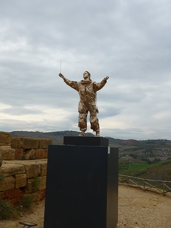 Agrigento, Valley of the Temples, what is this thing doing here?