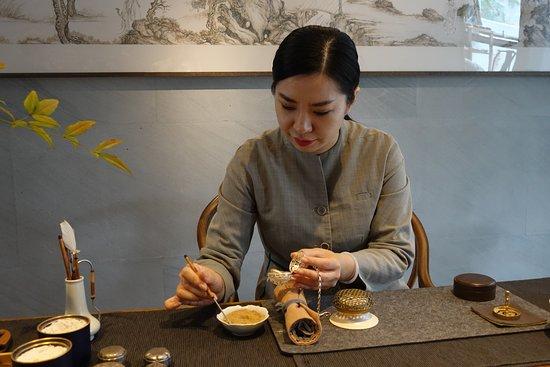 Amanyangyun : Mrs. Chen, incense Master