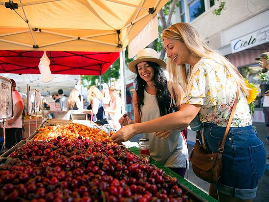 Carlsbad, CA: Explore the farmers market