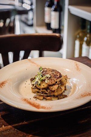 Un dels plats del nostre MENÚ degustació DEL BOLET. Rovellons saltejats amb carxofes i foie