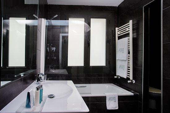 Baño de habitación adaptada - Photo de Hotel Balneario Alhama de Aragon, Alhama de Aragon