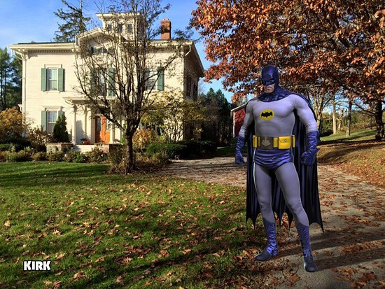 Antique Mansion B&B: Ask about the house's historical connection to Batman!