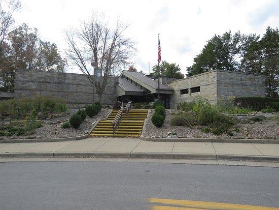 Canyon Rim Visitor Center exterior