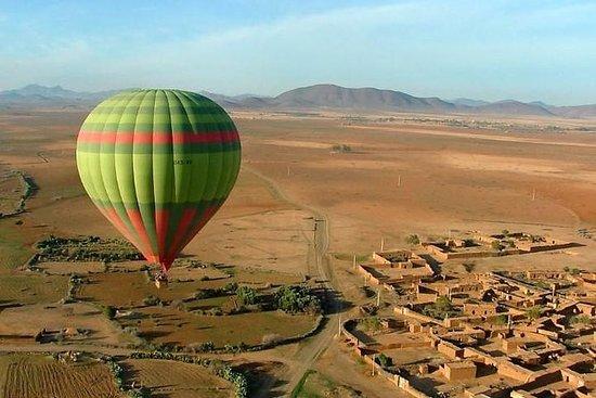 Montgolfière survolant Marrakech