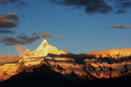 8 Days Private Tour to Everest Base...