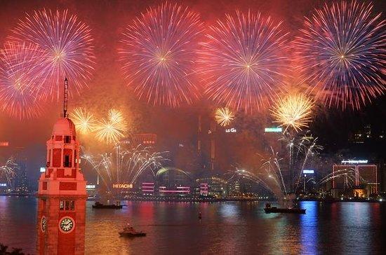 Croisière de feux d'artifice du compte à rebours 2019 - Yacht de luxe avec dîner : 2019 New Year Countdown Fireworks Cruise - Luxury Yacht with Dinner
