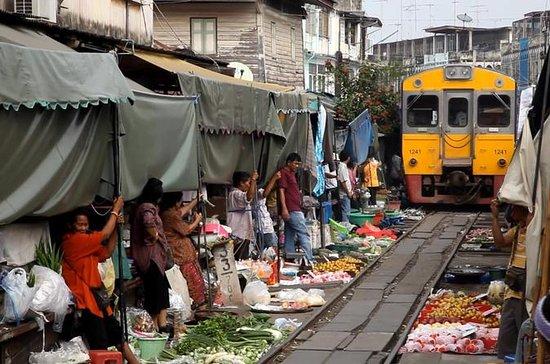 Mercado del ferrocarril de Maeklong y...